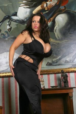 Busty MILFs, Free Big Tits Clothed Porn, Hot MILF Pics